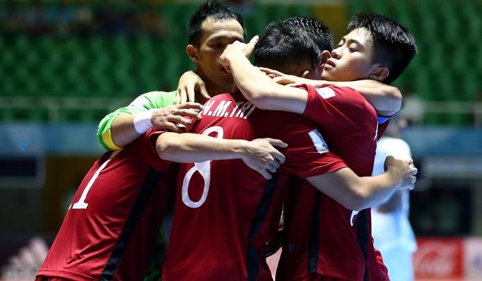 Kem xa dang cap, tuyen Futsal Viet Nam thua dam Paraguay hinh anh 7